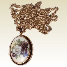 Vintage Avon Gold Tone Metal Floral Locket & Chain