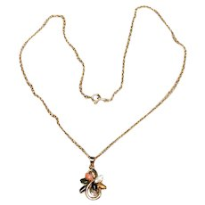 Gold Tone Metal Pendant Necklace