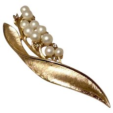 Faux Pearl Rhinestone Leaf Brooch Crown Trifari Gold Tone