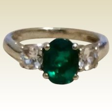 Emerald Green & White Stone Sterling Silver Ring Size 5 1/4