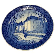 Vintage 1975 Royal  Copenhagen Christmas Plate The Queen's Christmas Residence