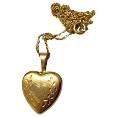 Vintage 14K Yellow Gold Heart Locket & Chain