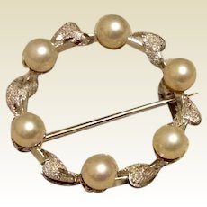 Silver Tone Metal Faux Pearl Circle Brooch