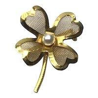 Gold Tone Four Leaf Clover Pearl Brooch