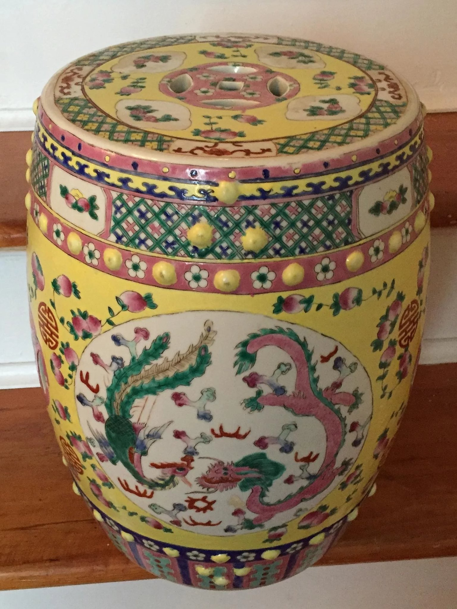 Antique 19th century Chinese Porcelain Garden Seat Decorated with ...