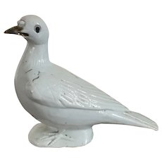 Antique 19th century Chinese Export Porcelain Bird Figure of a Dove or Pigeon