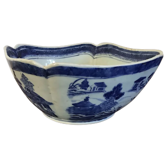Antique 19th century Chinese Export Canton Blue and White Porcelain Fruit Bowl