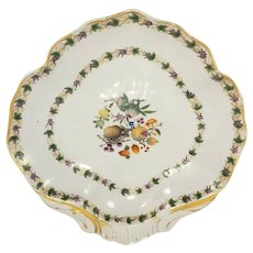 Antique 18th century Chinese Export. Porcelain Rococo Shell Shape Shrimp Dish in Famille Rose Palette