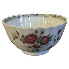 Antique 18th century Chinese Export Porcelain Bowl with Famille Rose Palette