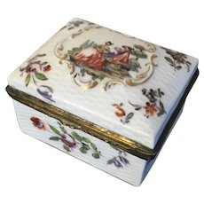 Antique 19th century Meissen Porcelain Table Box Decorated with Hand Painted Scene & Floral Sprig on a Basketweave Ground