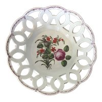 Antique 18th century Worcester Porcelain Fruit Bowl or Basket Decorated with Hand Painted Flowers