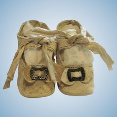 3 Inch White Kid Doll Shoes with Heels & Toe Ornament