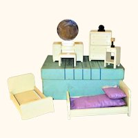 """Boxed Set Strombecker 6 Piece Ivory Painted Deluxe Art Deco Bedroom Furniture 1"""" Scale +Lamp & Clock"""