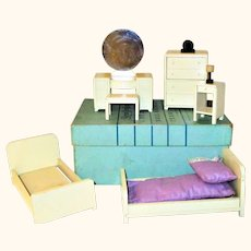 "Boxed Set Strombecker 6 Piece Ivory Painted Deluxe Art Deco Bedroom Furniture 1"" Scale +Lamp & Clock"