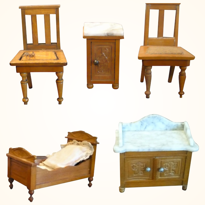 1900 German Blond Wood Bedroom Set Marble Top Wash Stand & Commode