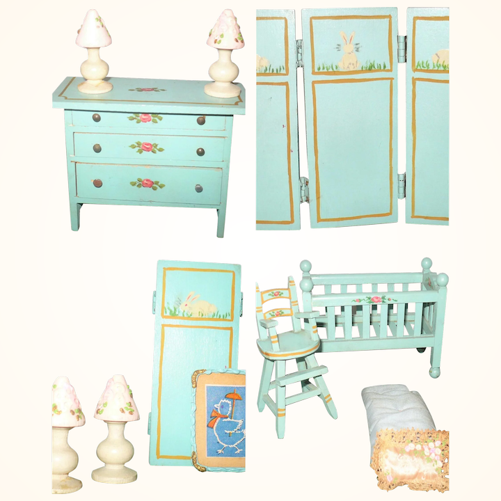 1920\'s Turquoise Tynietoy Nursery Furniture Folding Screen + 19 Pieces  Bedroom Living and Dining Room Furniture + 4 Dolls