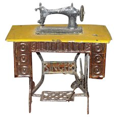 4.5 Inch Painted Tin and Soft Metal Singer Sewing Machine Penny Toy