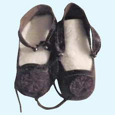 19th Century 2 & 7/8 Inch Black/Brown  Glazed Lion Mark French Bebe Shoes Toe Rosettes