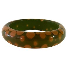 1930s Art Deco Green and cream Bakelite Random Dot Bangle Bracelet