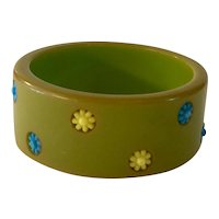 1940s Green Bakelite Polka Dot Bangle Bracelet with Plastic Flower Dot Inserts
