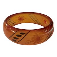 1930s Art Deco Apple Juice Bakelite Reverse Carved and Painted Floral Bangle Bracelet