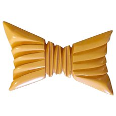 1930s Art Deco  Figural Carved Cream Bakelite Bow Pin Brooch
