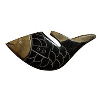 1930s Figural FISH Carved and Resin Washed Large Individual Coat Bakelite Sew on Button (1)
