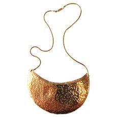 1970s William DeLillo Hammered Brass Modernist Necklace on Chain