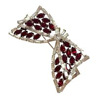 1960s Vendome Rhodium Plated White Diamante and Faux Ruby Deco-Style Bow Pin Brooch