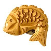 1930s Art Deco Cream Bakelite Figural Carved Fish Dress Clip Brooch Pin (1)