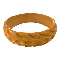 1930s Basketweave Carved Cream Bakelite Bangle Bracelet