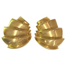 1970s LES BERNARD Large Brushed Gold Tone Modernist Scalloped Clip Earrings