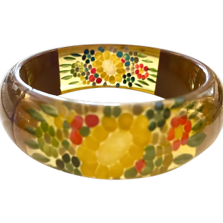 Magnificent 1930s Brown and Apple Juice Bakelite Reverse Carved and Painted Laminated Bangle Bracelet