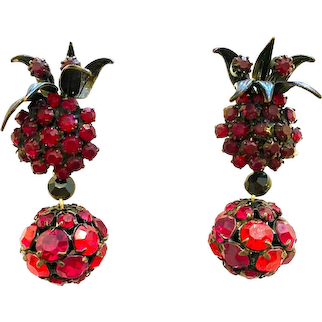 Mysterious Dark Red Japanned Black Faux Garnet VENDOME Drop Clip Earrings