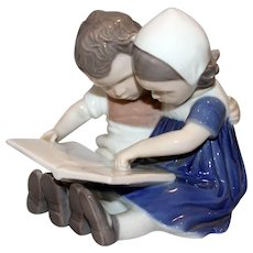 B&G Bing & Grondahl #1567 Porcelain Figurine Children Reading Little Boy & Girl