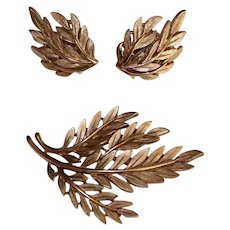 Vintage Trifari Textured Goldtone Brooch and Earrings Set Leaves