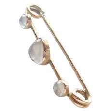 Edwardian 9K Gold and Moonstone Heart Pin