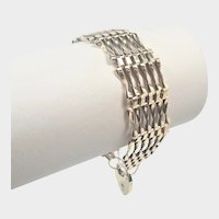 English 1976 9k Gold Gate Bracelet with Padlock Heart Clasp