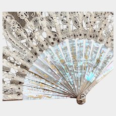 Elegant Nineteenth Century Bobbin Lace and Mother of Pearl French Fan