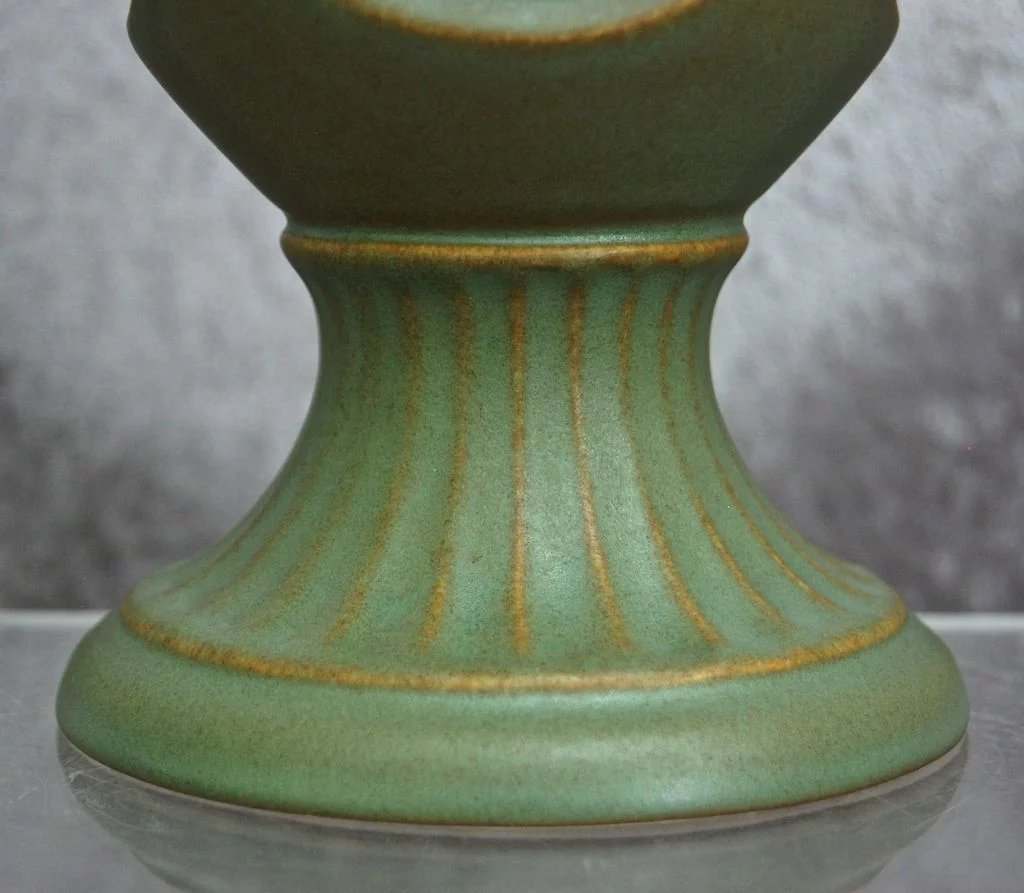 Hyalyn porcelain acanthus vase 665 matte green the devil duck hyalyn porcelain acanthus vase 665 matte green click to expand reviewsmspy