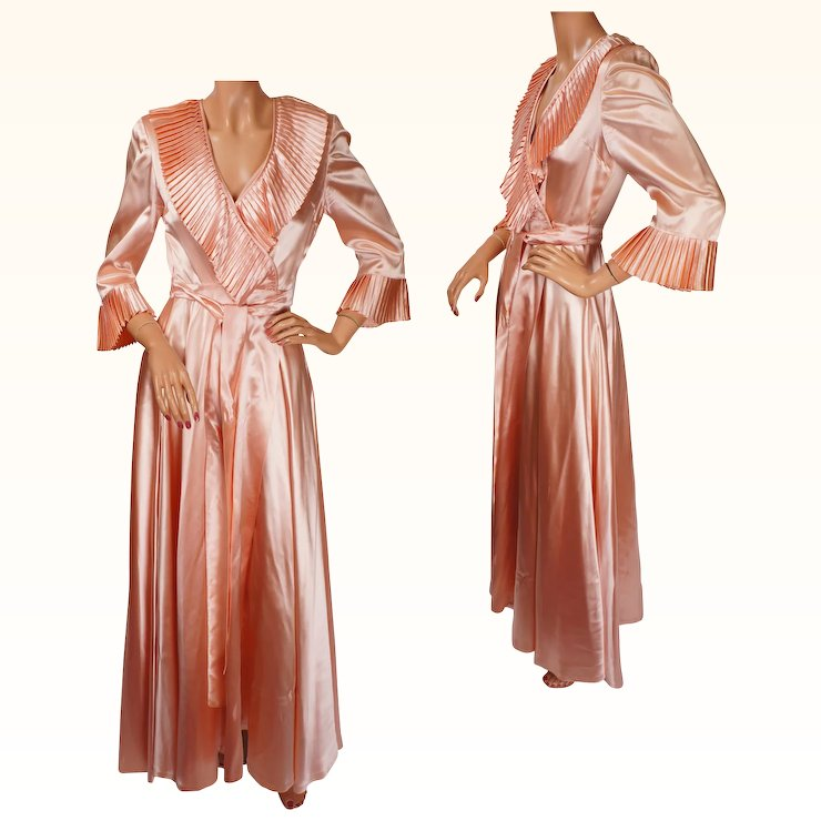 Vintage Peignoir 1940s Pink Satin Dressing Gown - S : Poppy\'s ...