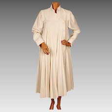 Vintage 1970s Cream White Pleated Coat Ladies Size M