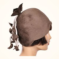 Vintage 1960s Cloche Felt Hat -  60s does 20 Cloche Style -  Brown Felt Hat - 7