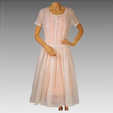 Vintage 1950s White Organdy Dress w Embroidered Eyeleting Size Medium