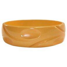 Thumbprint Slash Carved Dark Cream Corn Bakelite Bangle Bracelet