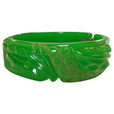 Vintage 30's Apple Green Carved Bakelite Clamper Bracelet