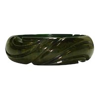 Carved Marbled Creamed Spinach Bakelite Bangle Bracelet