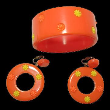 1960's Flower Power Orange Bakelite Bracelet with Matching Earrings