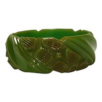 Textured Pebble Carved Green Bakelite Bangle Bracelet