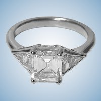 Ladies Diamond Platinum Ring, 20th century.